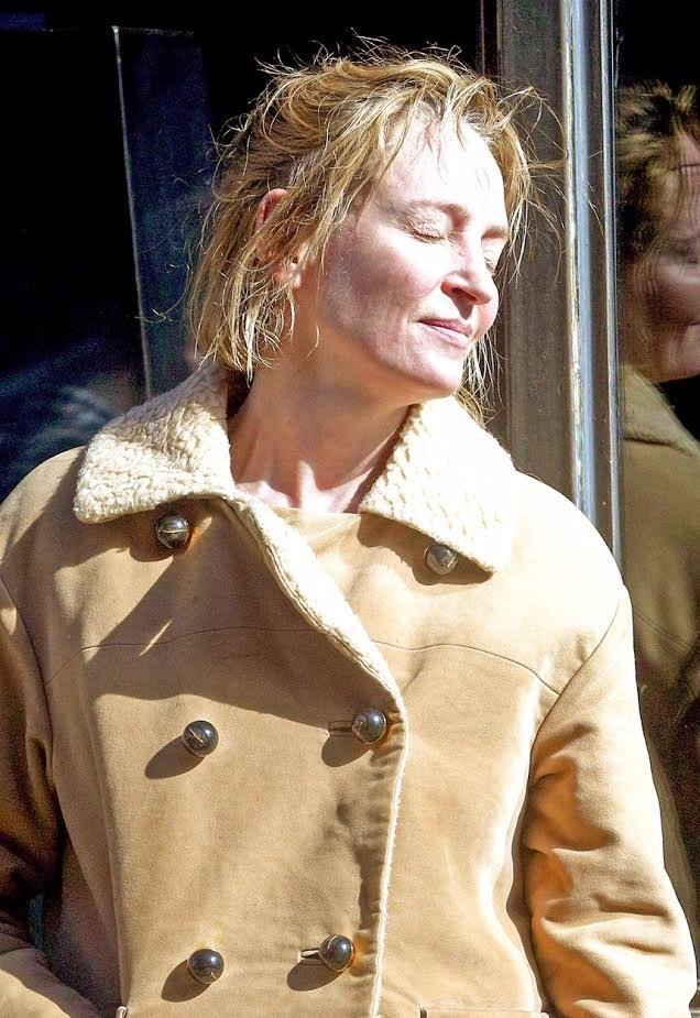 Co je to za hnusného, vrásčitého somráka? Uma Thurman vypadá OTŘESNĚ a hulí jako fabrika!