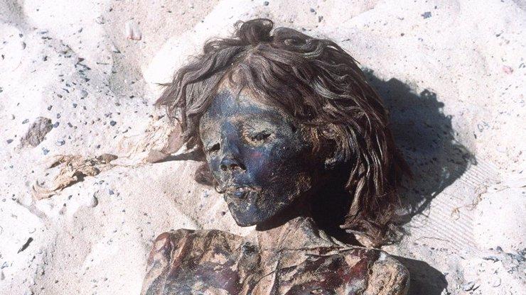 Gruzínka osmnáct let mumifikuje tělo svého mrtvého syna. Vodkou!