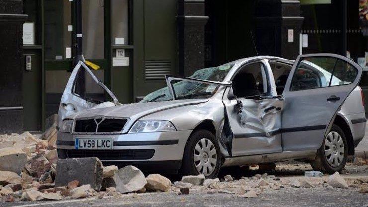 Na Britku v autě se zřítila střecha a byla to její poslední jízda škodovkou! Muž vedle ní měl štěstí víc! Co se přesně stalo?