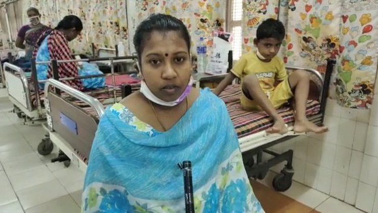 Indický chlapec (7) spadl ze stromu a nabodl se na hák: Matka ho našla v kaluži krve