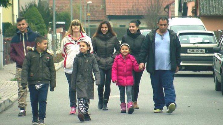 Romská rodina z Výměny manželek stále nepracuje, ale žijí si jako boháči. Dostávají pořádný balík od státu!