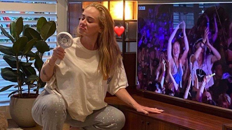 Štíhlá Adele si nepotrpí na pozlátko: Ukázala se v teplácích a po pěti drincích