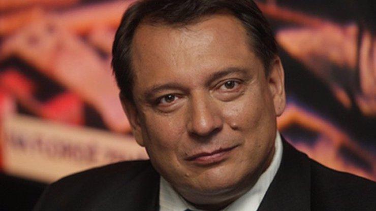 Mejdan pro vyvolené: Paroubek porušil snad všechna nařízení! Luxusní hostina s kmotrem Bendou
