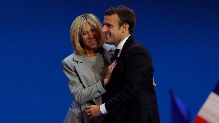 Stárnoucí manželka nového francouzského prezidenta chystá pro Čechy překvapení: BUDEME MÍT EURO!