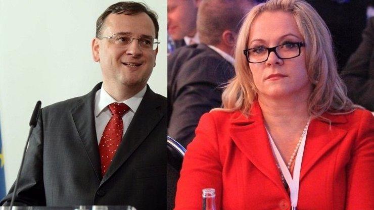 Subinka Petr Nečas a domina Jana Nečasová řídili Česko podle kartářky!