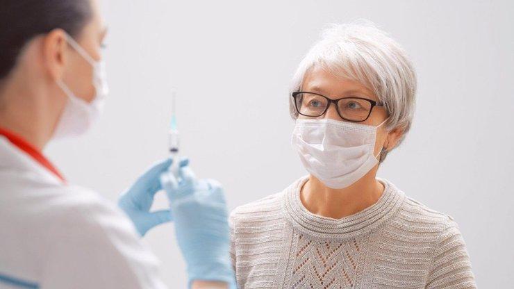 Americká vakcína Novavax v Evropě? Analýza dat ukázala na její vysokou účinnost