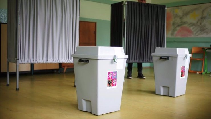 Volby ve stínu koronaviru: Jak a kde můžete vhodit do urny svůj hlas, ať už jste v karanténě, nebo ne