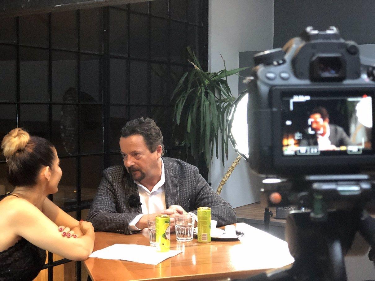Extra Host: Michal Viewegh popsal Evě Decastelo existenční potíže po klinické smrti a deprese