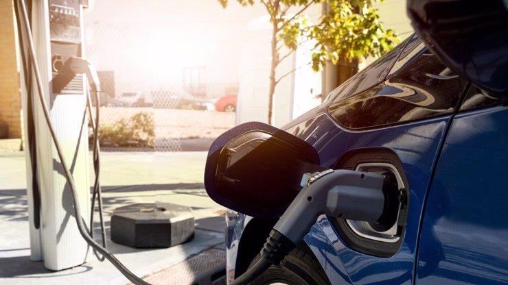 Elektromobily se prodraží: Z nové ceny dobití, jež mělo být levné, se vám protočí panenky