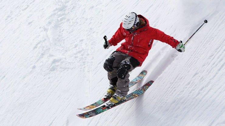 Neštěstí pod Sněžkou: Nezodpovědný lyžař utrhl lavinu, jeden člověk zával nepřežil