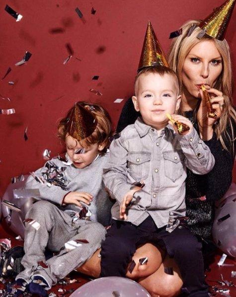 Víme, jak celebrity slavily příchod nového roku. Kdo si válel šunky doma a kdo vyrazil do baru?