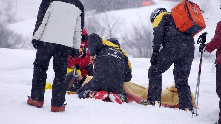 Pod Pradědem zahynul po nárazu do stromu lyžař (†29). Na hlavě neměl ochrannou přilbu!