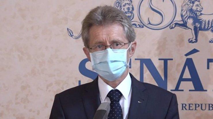 Šéf Senátu po jednání se Zemanem: Nejasnosti v dopise pro Kuberu nebral prezident v potaz