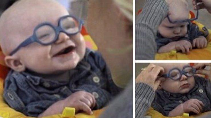 VIDEO: Tohle miminko konečně vidí svou krásnou maminku! Jeho reakce vás zahřeje u srdce