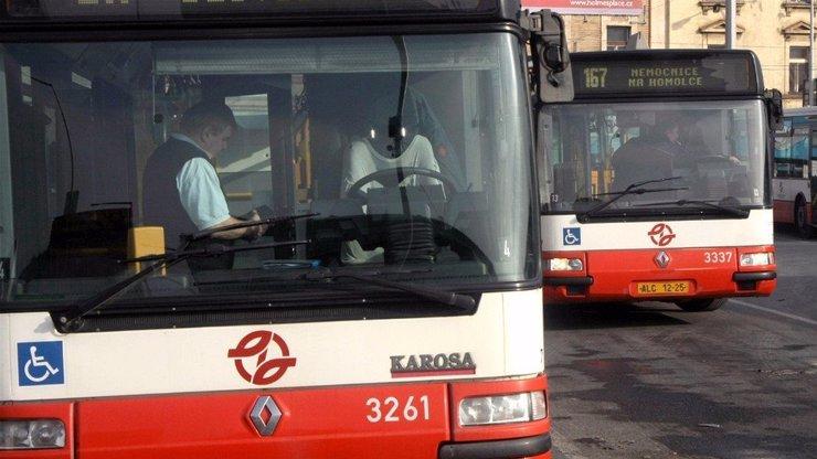 Praha omezí desítky autobusových linek: Kvůli vládním opatřením je lidé nevyužívají