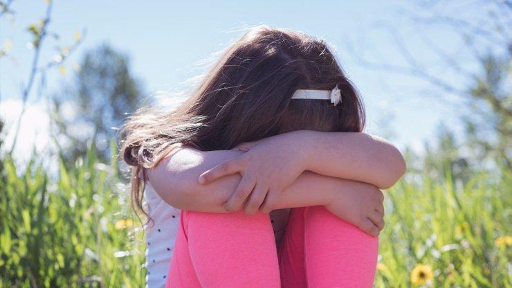 Dívenka (10) je v osmém měsíci: Miminko čeká s bratrem (15), zjistilo se to náhodou