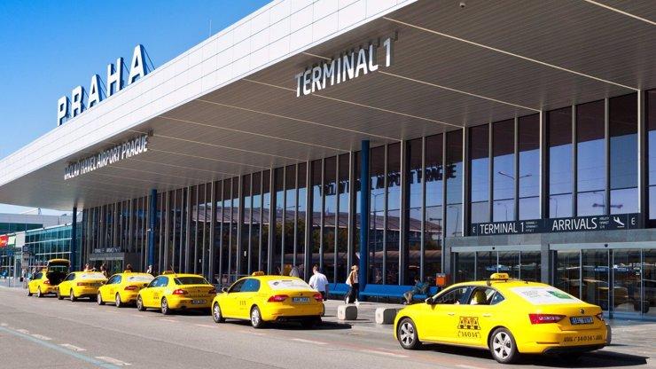 Koronavirus v Itálii vyděsil Čechy: Letiště v Praze zavedlo zvýšená opatření
