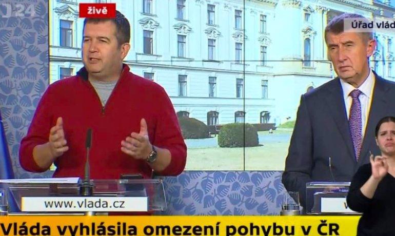 Hrdina v červeném svetru Jan Hamáček promluvil: Skoro nespím, sháním roušky