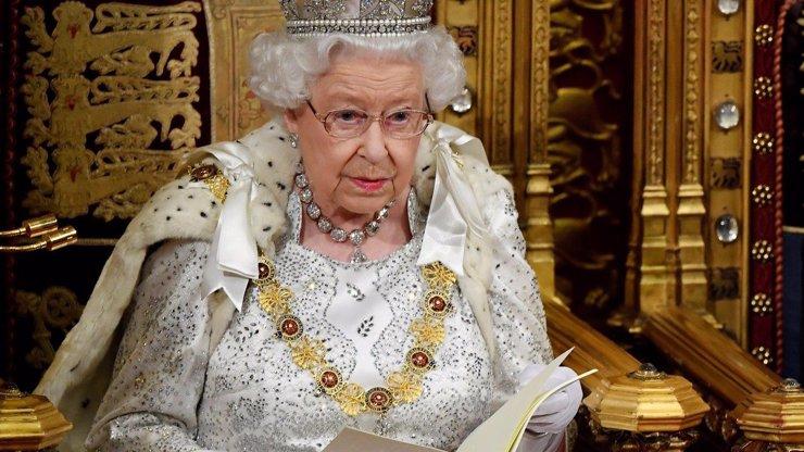 První reakce Alžběty II. na slova Meghan a Harryho: Jsme smutní, budeme to řešit