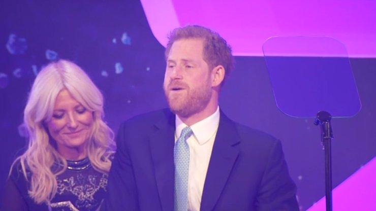 Emotivní proslov na charitativní akci: Princ Harry kromě hostů dojal k slzám i sám sebe