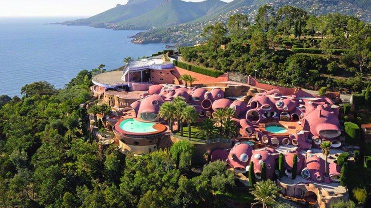 Nejdražší rezidence v Evropě: Ikonický The Bubble Palace má několik bazénů a amfiteátr