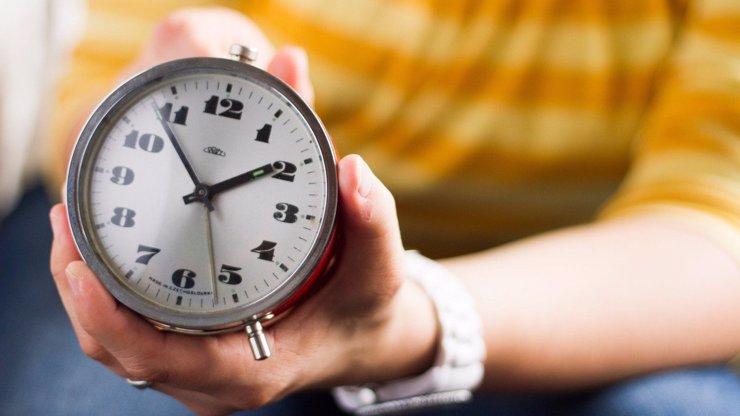 Změna času se blíží: Jak se lépe vyrovnat s posunutím ručiček o hodinu dopředu