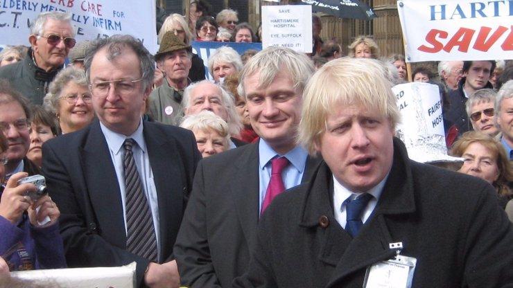 Britové si vybrali nového premiéra: S brexitem se bude potýkat  Boris Johnson