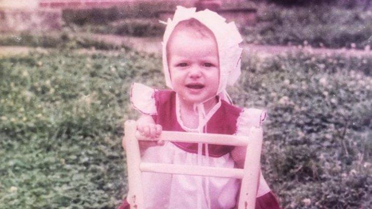 Poznáváte tuhle roztomilou holčičku? Dnes je to slavná herečka a hvězda Ordinace