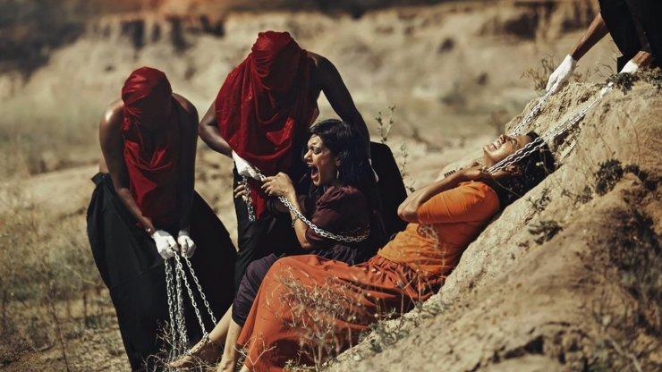 Mrazivá série fotografií ukazuje všudypřítomnou homofobii v Indii! Opravdu vám to nevadí?