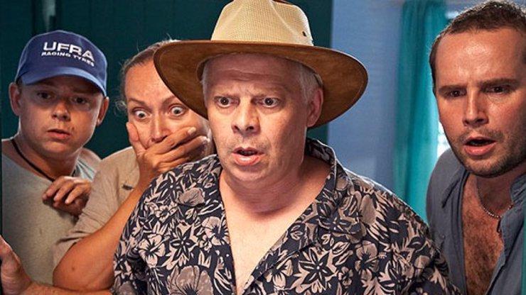 Zajímavosti o komedii Doktor od jezera hrochů: Herci natáčeli v pralese, kde jsou jedovatí hadi