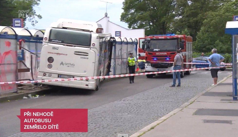 Šofér vražedného autobusu ve Slaném řídil v pantoflích, tvrdí svědci: Můžou za tragédii  trepky?