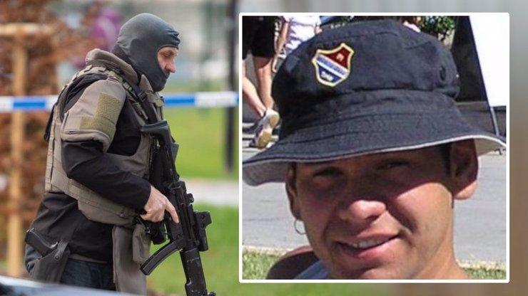 Vitásek se chtěl zabít už v čekárně: Měl pistoli u hlavy, říká žena, co se schovala pod lavičku