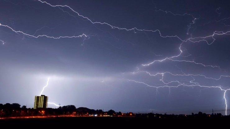 Varování meteorologů: Bouřková smršť pokračuje. Kdy k nám přijdou další silné lijáky?