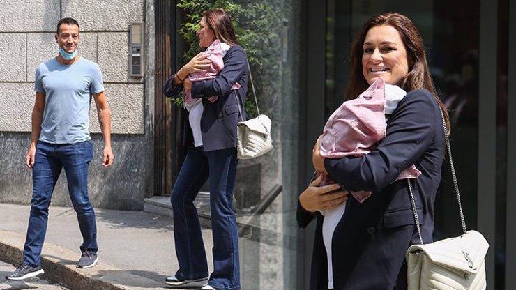 Alena Šeredová (42) při odchodu z porodnice: Roušky, zvonáče a drahý dárek od šťastného miliardáře