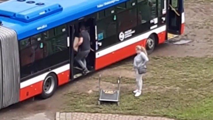 Šofér naložil manželku do linkového autobusu a vyjel s ním na nákupy: Trest ho nemine