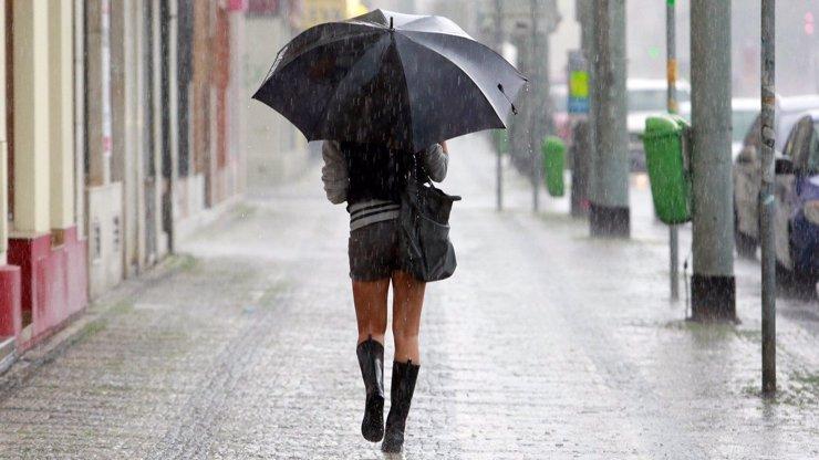 Na Česko se ženou silné bouřky: ČHMÚ varuje i před přívalovými dešti, kde udeří?