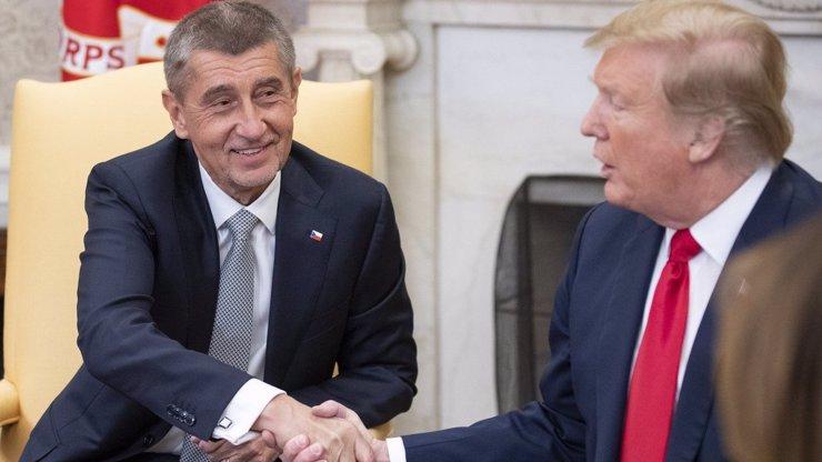 Vzkaz Donalda Trumpa pro Američany a Andreje Babiše: Roušky si noste, já to dělat nebudu