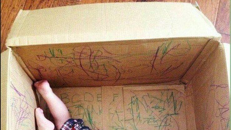 Tahle máma radí: Dávejte děti do krabice! Proboha proč?