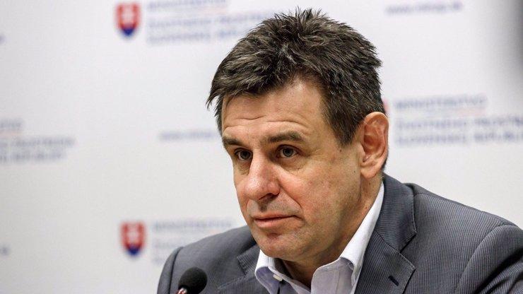 Řádění opilého politika v Bratislavě: Pro ministra životního prostředí musela dojet policie