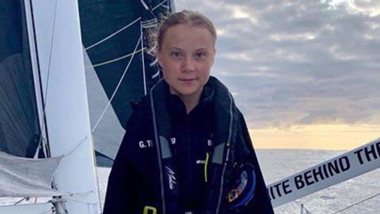 Aktivistka Greta Thunberg (16) doplula do New Yorku: Vítalo ji 17 dalších lodí