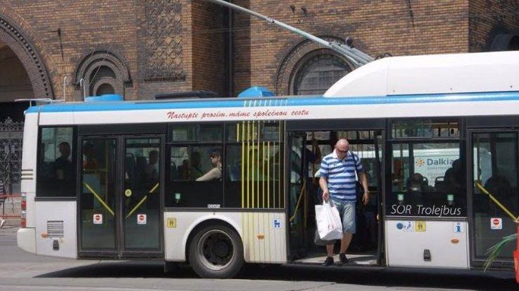 Dopravní podnik Ostrava chce, aby lidé měli jízdenku. Část černých pasažérů to POVAŽUJE ZA DISKRIMINACI!
