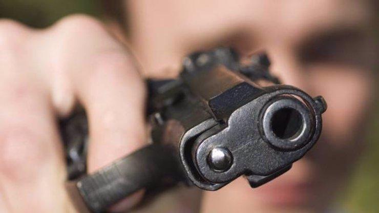 Střílelo se na benzínce: V Trutnově to schytal jak zloděj, tak policista, oba jsou v nemocnici