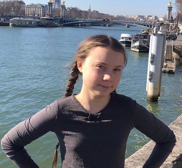 Greta Thunberg se stala sprostou samolepkou: Její nahá silueta pohoršuje veřejnost