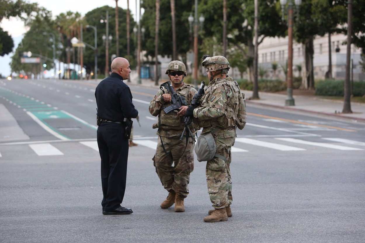 V USA přemýšlejí o zrušení policie: Nahradit by ji měli psychoterapeuti