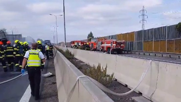 Tragická nehoda na D1 si vyžádala 3 životy: Mezi oběťmi je i dítě, další lidé jsou zranění