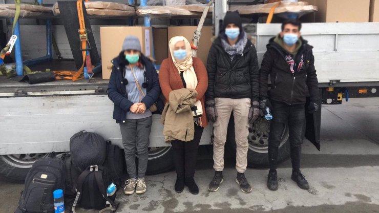 Navzdory koroně dorazili migranti do ČR: Kvůli riskantní jízdě skončili dva z nich v nemocnici