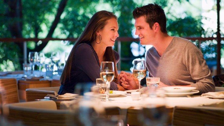 Třetina žen randí s muži jen proto, aby měla jídlo zdarma, tvrdí odborníci