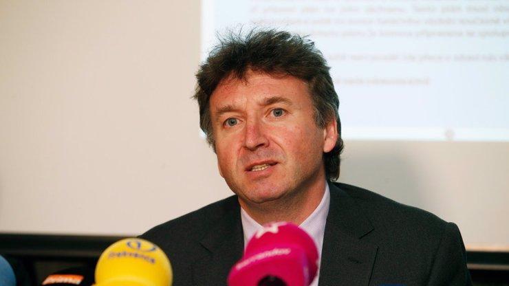 Ministerstvo zdravotnictví páchá polopodvod, v nemocnicích je mnohem víc lidí, varuje Milan Kubek