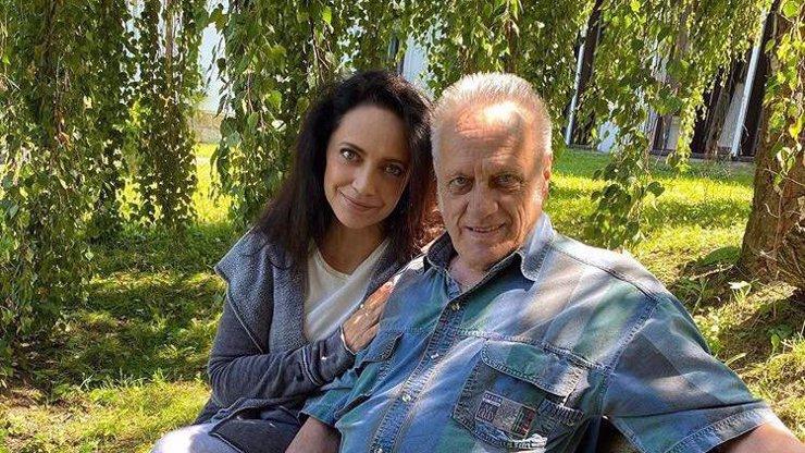 Prázdniny u táty: Lucie Bílá se pochlubila fotkou s rodičem, dojala své fanoušky