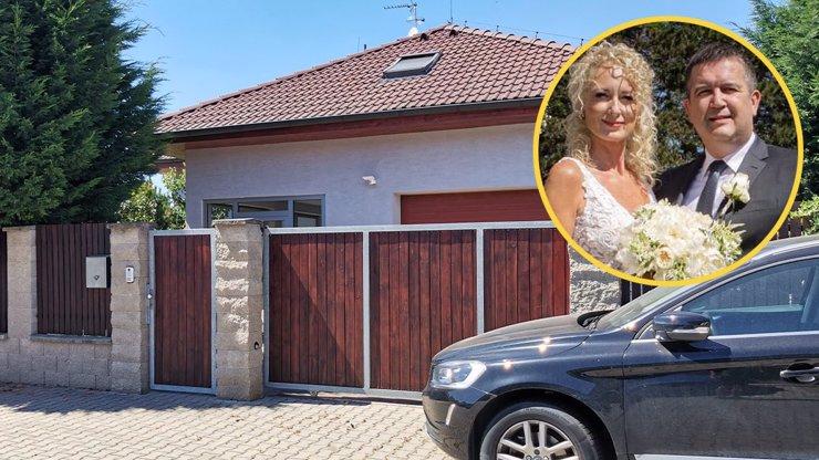 Bohatství novomanželky Jana Hamáčka: Ministr vnitra je proti Gabriele chudý příbuzný